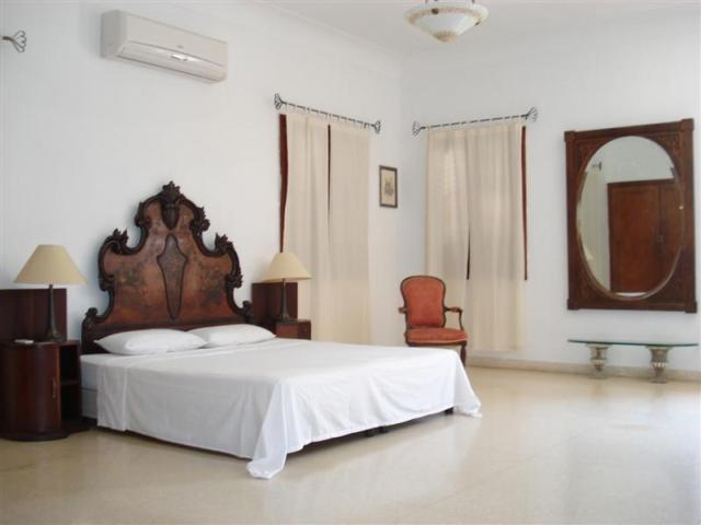 bedroom for rent in Havana